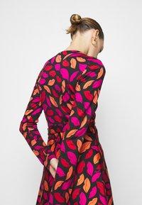 Diane von Furstenberg - AMELIA - Vapaa-ajan mekko - red/black - 4