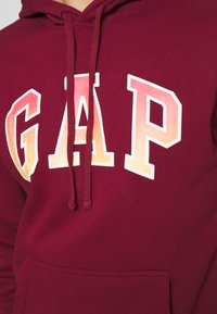 GAP - FILLED ARCH - Sweatshirt - red delicious - 4
