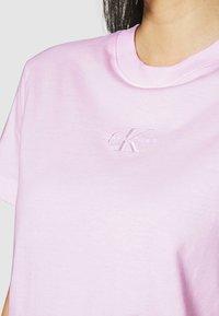 Calvin Klein Jeans - MONOGRAM LOGO TEE - T-shirt basique - pearly pink/quiet grey - 5