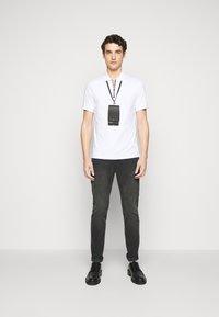 Michael Kors - MENS PARKER - Slim fit jeans - washed black - 1