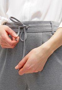 ONLY - POPTRASH EASY COLOUR PANT - Bukse - medium grey melange - 4