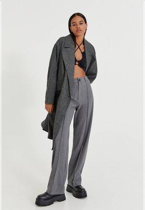 MIT HAHNENTRITTMUSTER  - Klasický kabát - grey
