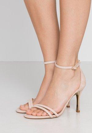 Sandaler med høye hæler - dalia