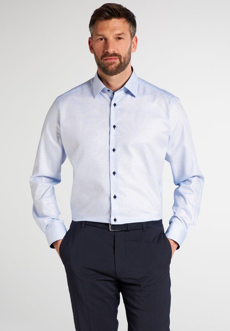 Eterna - FITTED WAIST - Formal shirt - hellblau