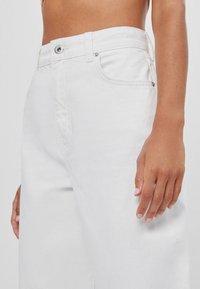 Bershka - Flared Jeans - stone - 3