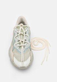 adidas Originals - OZWEEGO UNISEX - Baskets basses - halo greelumina/hazy green - 7