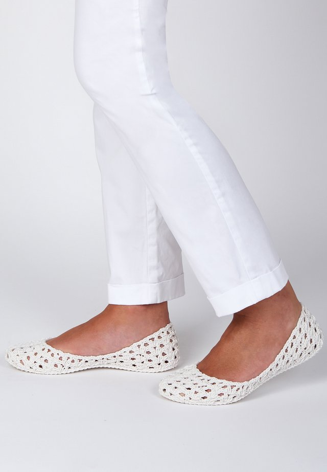 CAMPANA - Foldable ballet pumps - white