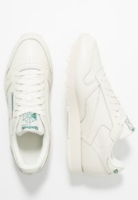 Reebok Classic - CLUB C 85 LEATHER UPPER SHOES - Trainers - chalk/paperwhite/green - 1