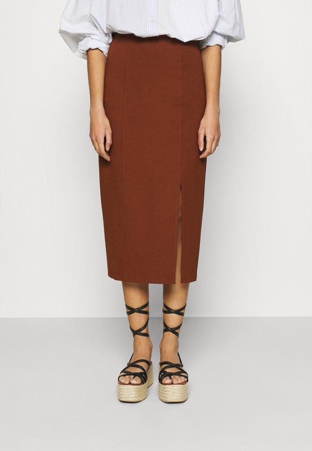 SARA - Blyantnederdel / pencil skirts - marsalla
