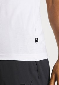 Puma - LOGO TEE - Print T-shirt - white - 5