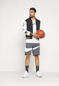 New Era - NBA EAST WEST COAST VARSITY JACKET - Club wear - black - 1