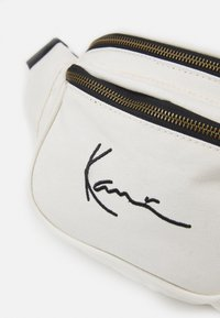 Karl Kani - SIGNATURE WAIST BAG UNISEX - Marsupio - offwhite - 3