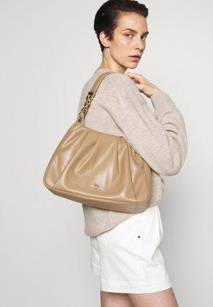 HANNAH - Käsilaukku - camel