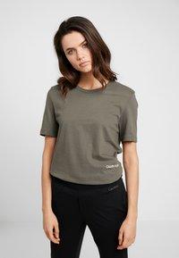 Calvin Klein Underwear - STATEMENT 1981 CREW NECK 2 PACK - Pyjamasoverdel - grey heather/army dust - 1
