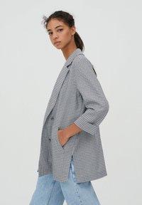 PULL&BEAR - MIT UMGESCHLAGENEN ÄRMELN - Short coat - grey - 3