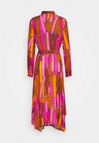 Emily van den Bergh - Skjortekjole - camel/pink - 1