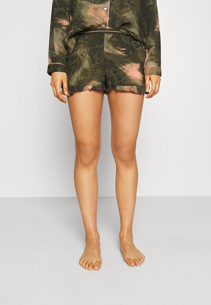 Hunkemöller - SHORT WORLD MAP - Pyjama bottoms - martine olive