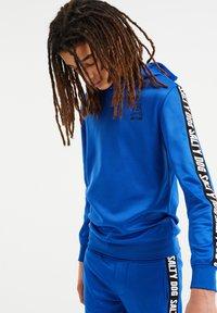 WE Fashion - SALTY DOG - Sweatshirt - cobalt blue - 1