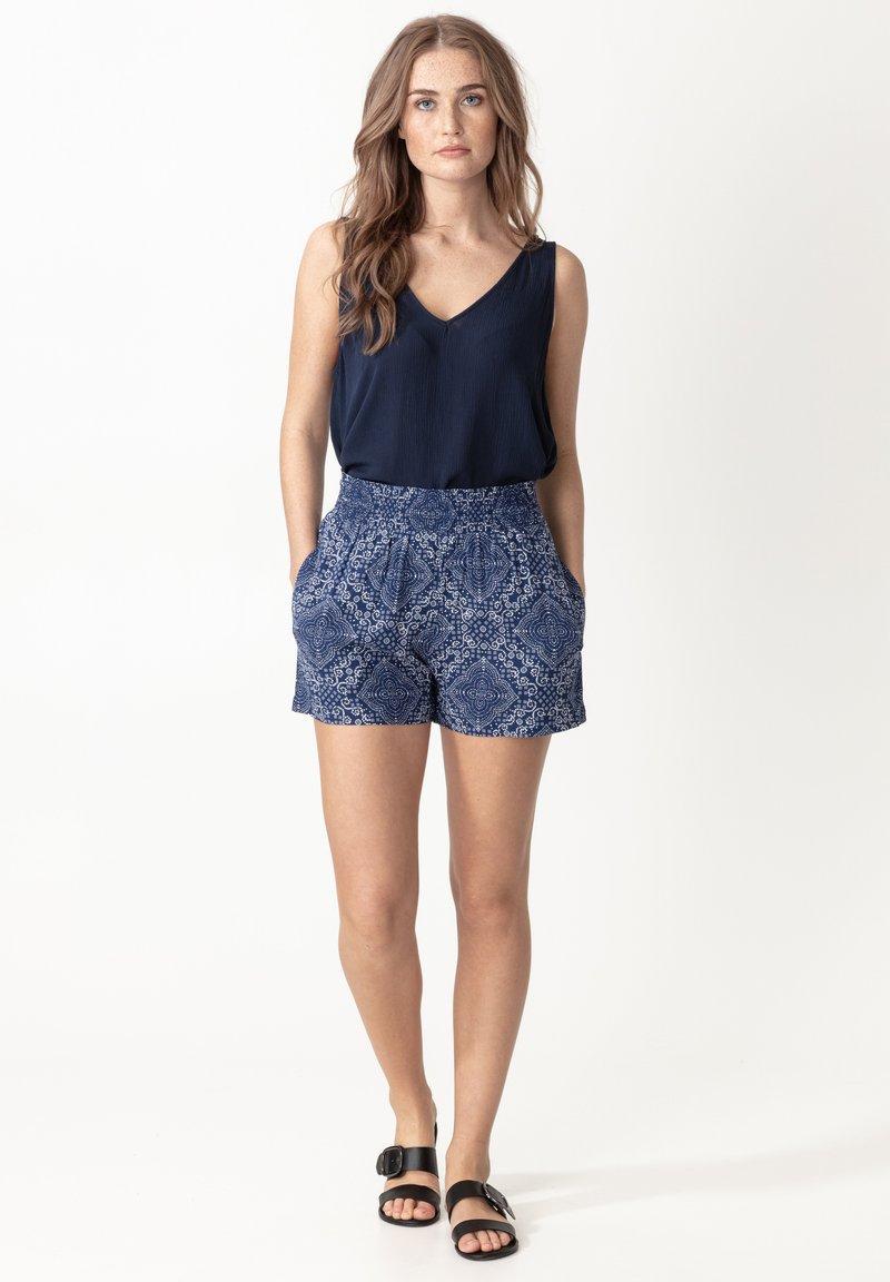 Indiska - ABBIE - Shorts - blue