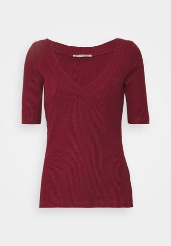 T-shirt z nadrukiem - dark red