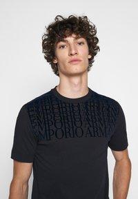Emporio Armani - Print T-shirt - dark blue - 3