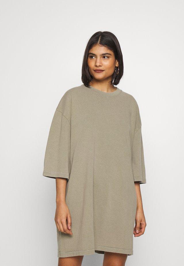 ZERITOWN - Robe en jersey - verveine vintage