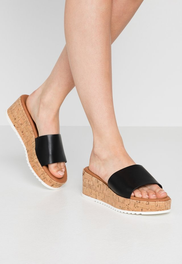 AYLINN - Pantofle na podpatku - black