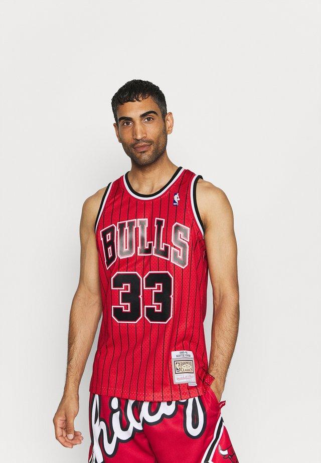 NBA CHICAGO BULLSSCOTTIE PIPPEN SWINGMAN  - Klubtrøjer - scarlet