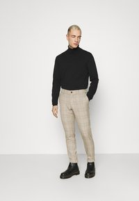 Only & Sons - ONSMARK PANT CHECK - Tygbyxor - chinchilla - 1