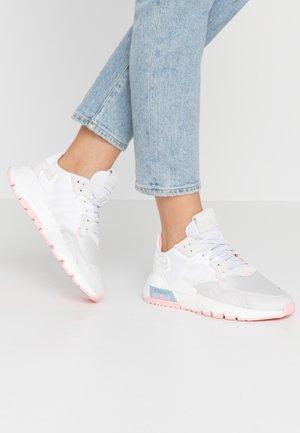NITE JOGGER  - Sneakers - footwear white/glow pink/grey one