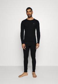 ODLO - LONG ACTIVE WARM SET - Dlouhé spodní prádlo - black - 1