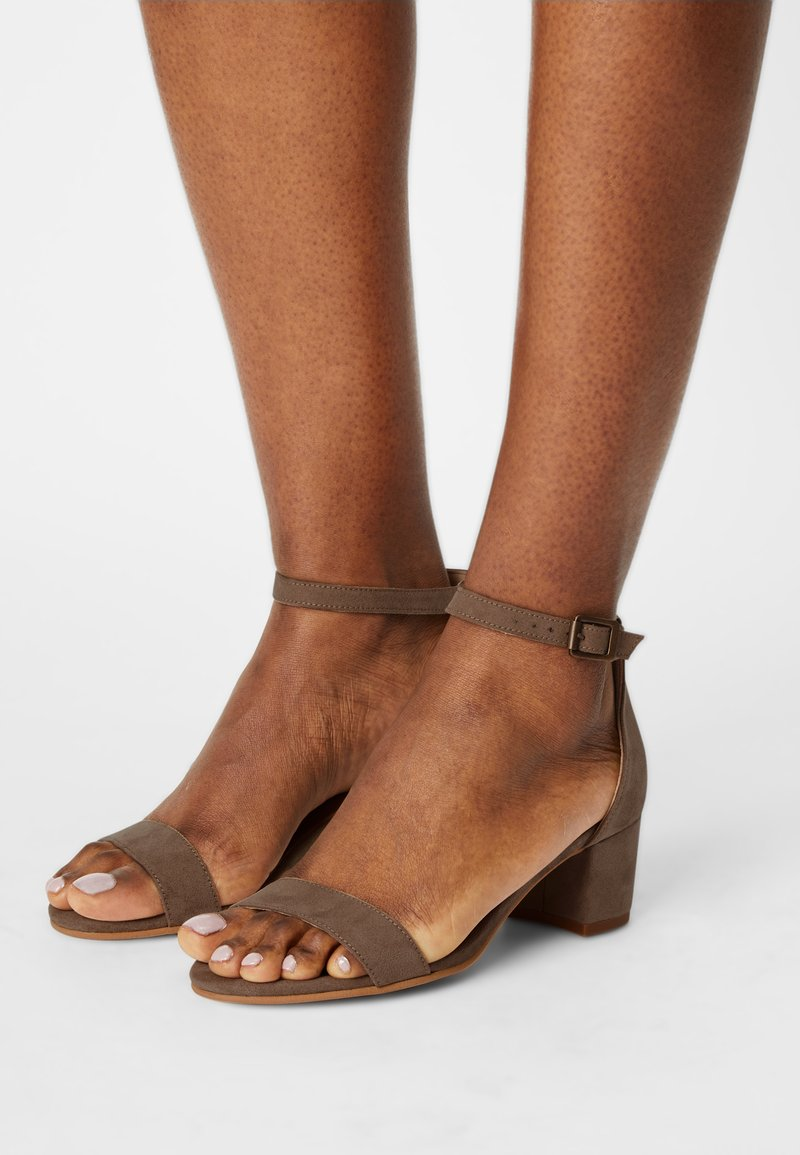 NAE Vegan Shoes - IRENE - Sandaalit nilkkaremmillä - beige
