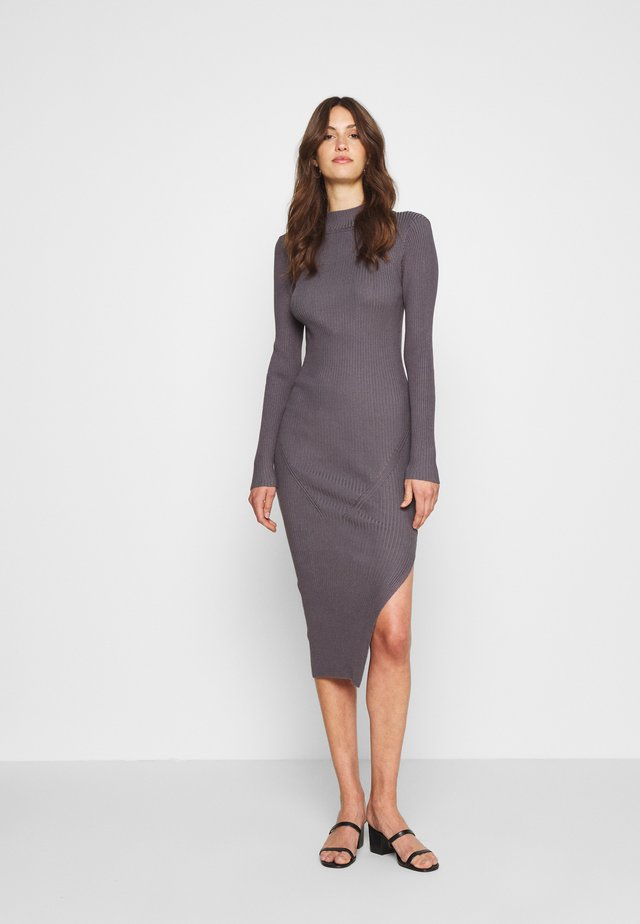 FUNNEL NECK SIDE SPLIT MIDI DRESS - Pletené šaty - charcoal