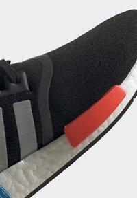adidas Originals - NMD_R1 UNISEX - Trainers - core black/silver metallic/solar red - 12