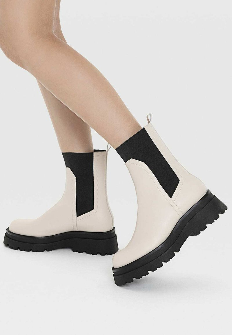 Stradivarius - Ankle boots - off-white