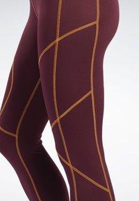 Reebok - MYT CONTRAST STITCH LEGGINGS - Trikoot - burgundy - 4