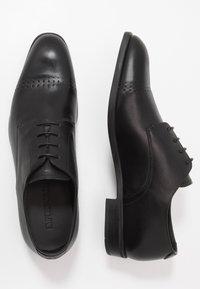 Emporio Armani - Elegantní šněrovací boty - black - 1