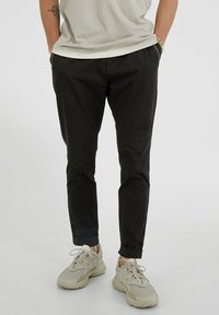 YOUNG POETS SOCIETY - Trousers - black - 0