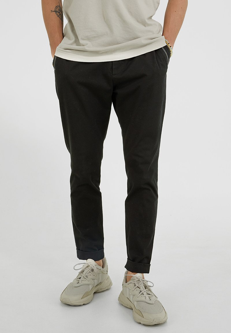 YOUNG POETS SOCIETY - Trousers - black