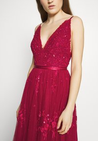 Needle & Thread - PETUNIA GOWN  EXCLUSIVE - Iltapuku - deep red - 5
