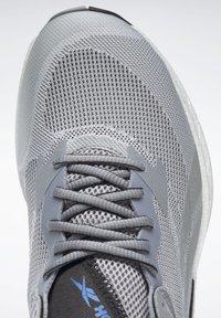 Reebok - FLOATRIDE ENERGY SYMMETROS SHOES - Stabilty running shoes - grey - 9