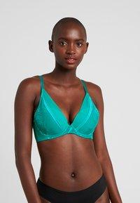 Triumph - PALM SPOTLIGHT - Underwired bra - emerald - 0