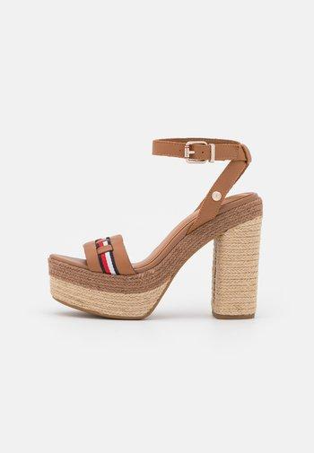 INTERLACE - Platform sandals - summer cognac