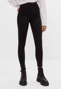 Bershka - MIT SEHR HOHEM BUND  - Jeans Skinny Fit - black - 0