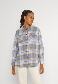 Vero Moda - VMSHAY SHIRT - Skjorte - pristine/allure - 0