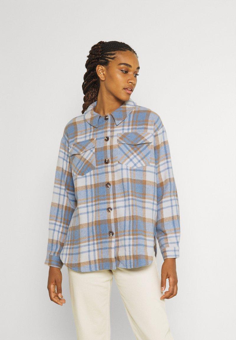 Vero Moda - VMSHAY SHIRT - Skjorte - pristine/allure