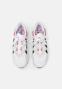 adidas Originals - OZWEEGO UNISEX - Trainers - footwear white/core black/scarlet - 3