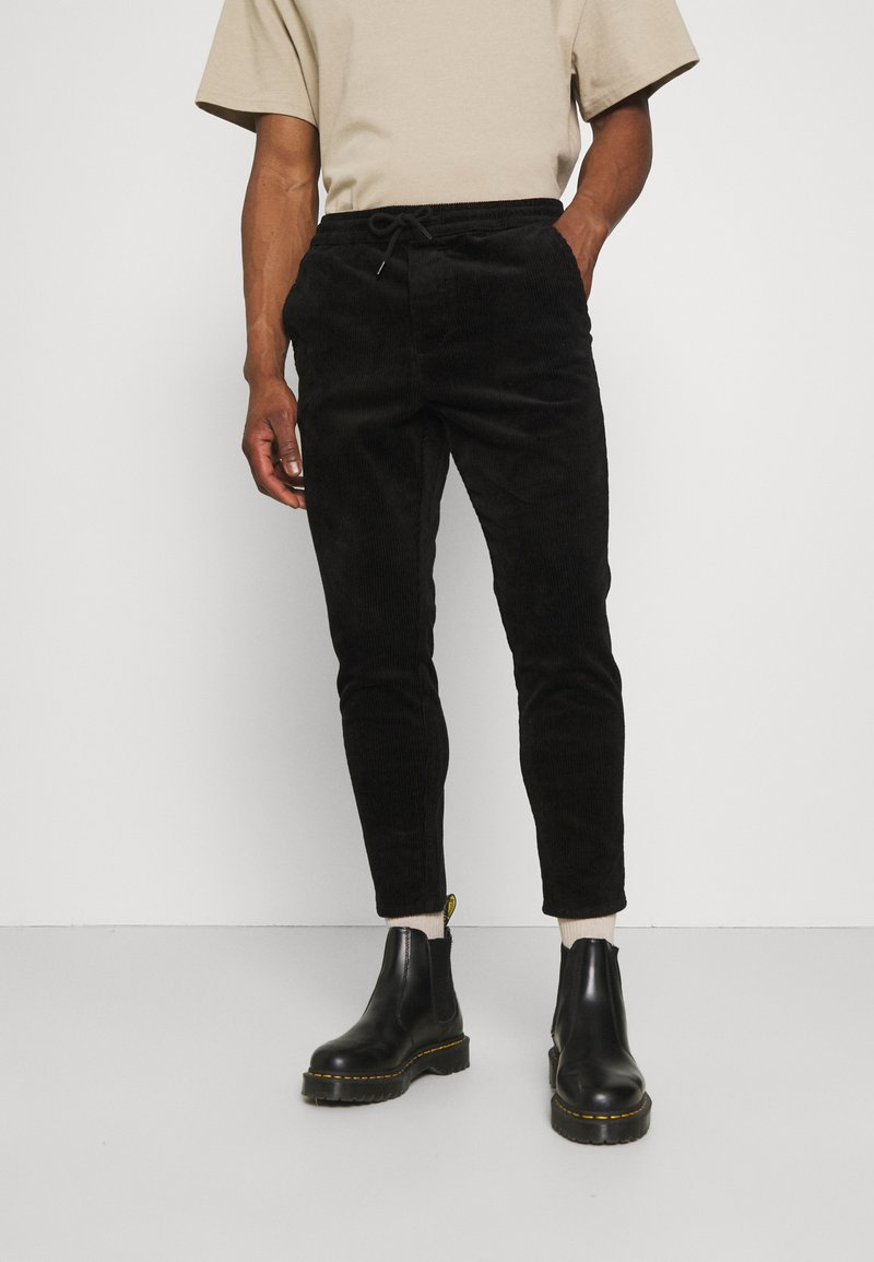 Only & Sons - ONSLINUS LIFE CROPPED - Trousers - black
