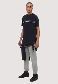 Napapijri - SAGAR - T-shirt med print - dark blue - 1