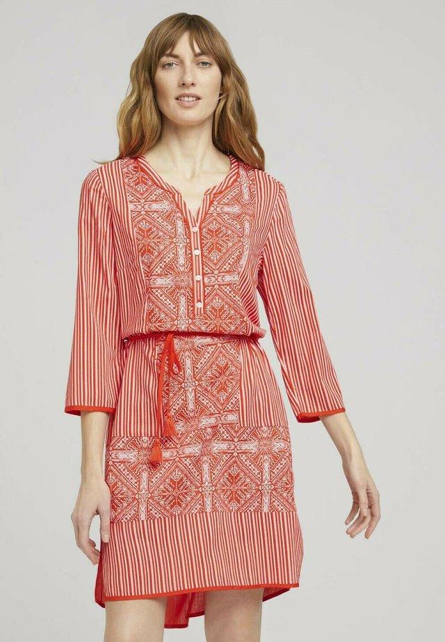 Sukienka letnia - red white ethno design
